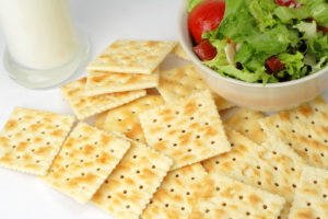 crackersvegetable salad and a glass of milk can be a very good choice for a healthy low calories breakfast.